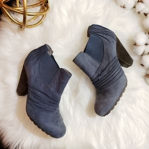 Vince Camuto | 7.5 blue suede pull on bootie